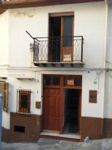 immobiliers vendre 2 chambres villa maison vendre en caccamo palermo sicily italie acheter. Black Bedroom Furniture Sets. Home Design Ideas